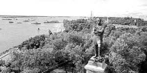 Хабаровск. Амур и памятник Муравьеву-Амурскому